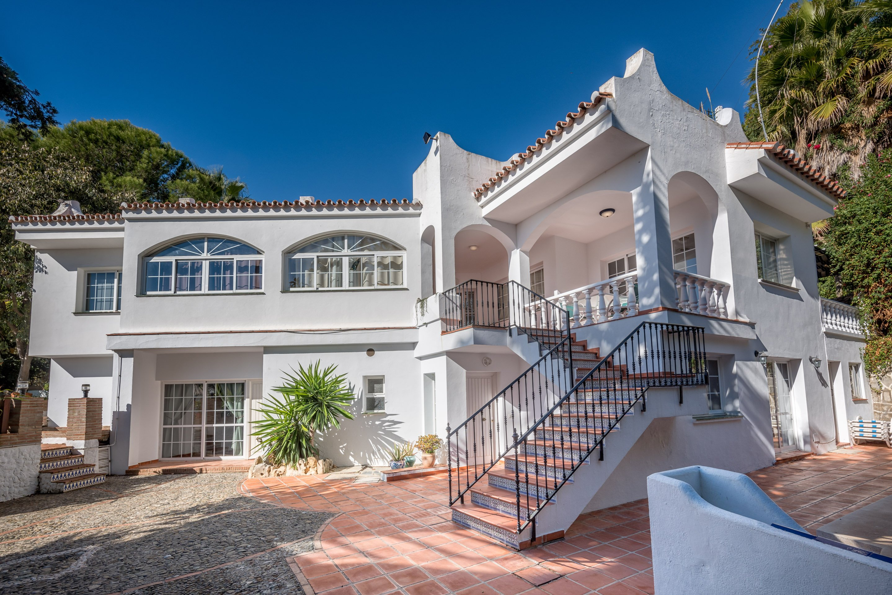 5BR Villa Rafaela, 5 min to Beach, Stunning Sea Views